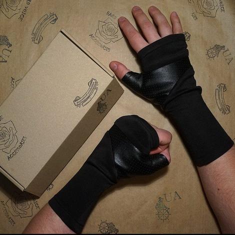 Оригинальные перчатки, Hard Voice